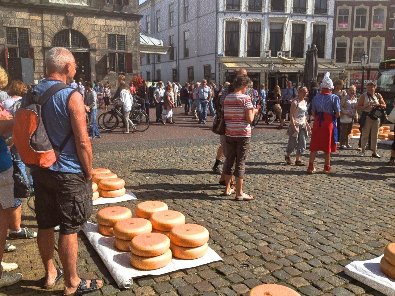 小さな古都Goudaを賑わすチーズマーケット